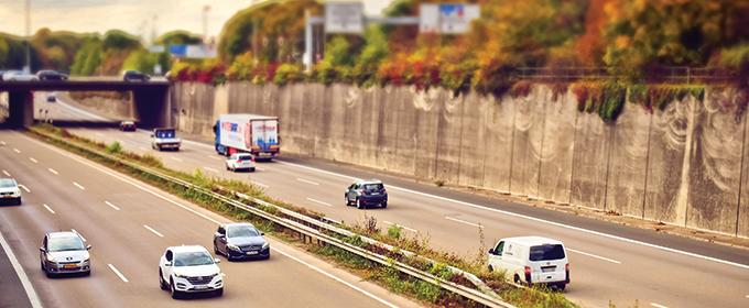 Quelle est la vitesse maximale pour circuler sur une voie spéciale pour véhicule lent ?