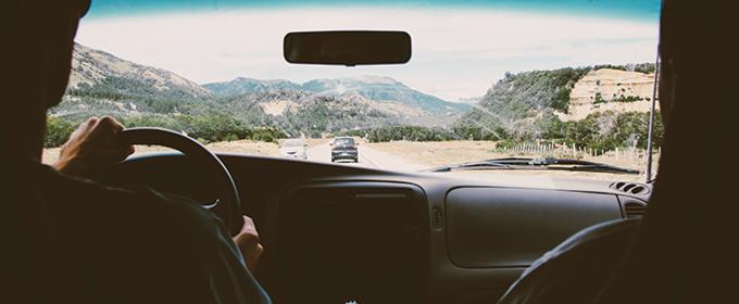 Vous roulez à 90km/h, la distance de sécurité réglementaire (par temps sec) sera donc de :