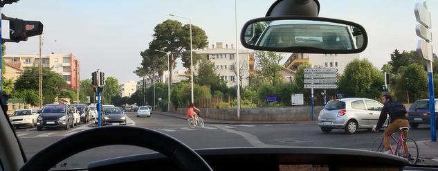 Je tourne à droite à l'intersection ...