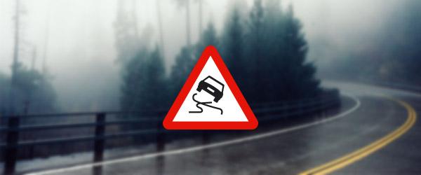Dans quel pays pourriez-vous rencontrer ce panneau «chaussée glissante»?