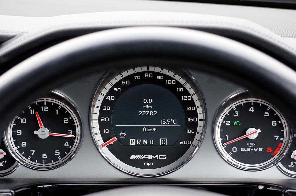 3. Pour un véhicule essence, il est recommandé de passer le rapport supérieur :