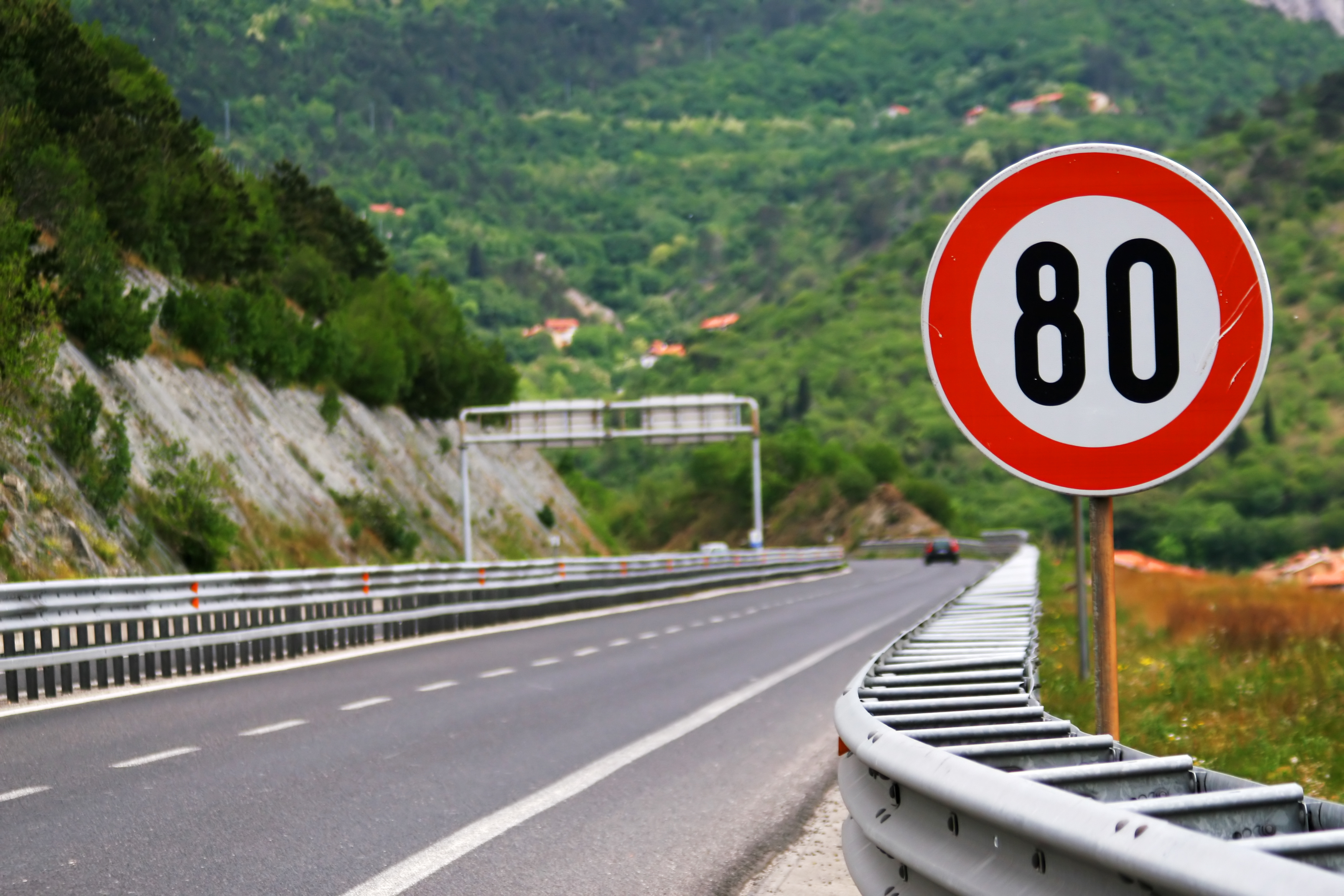 2. Quand la limitation de vitesse est-elle passée de 90 à 80 km/h les routes à double-sens ?