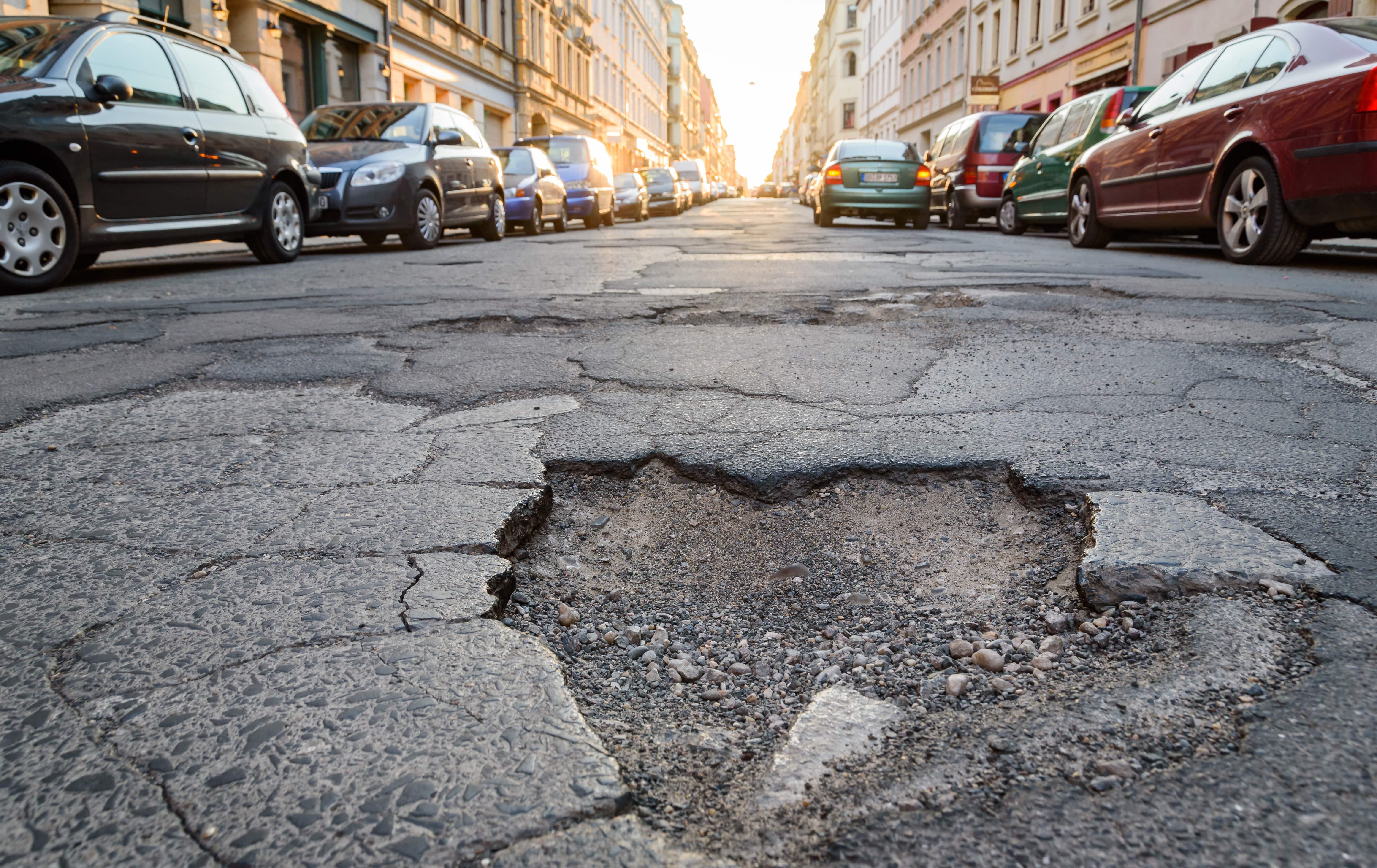 Quel pourcentage des routes non-concédées nécessitent des réparations urgentes ?