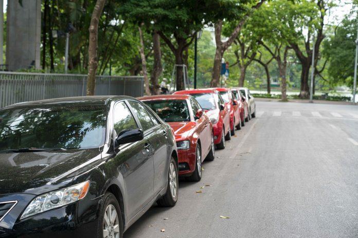 Des milliers de places de stationnement disparaîtront d'ici 2026
