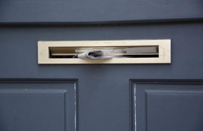 Boîte aux lettres porte