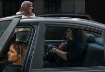 Trois femmes dans une voiture