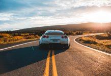 Voiture autonome sur la route