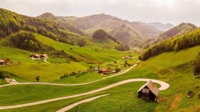 Route de montagne en Suisse