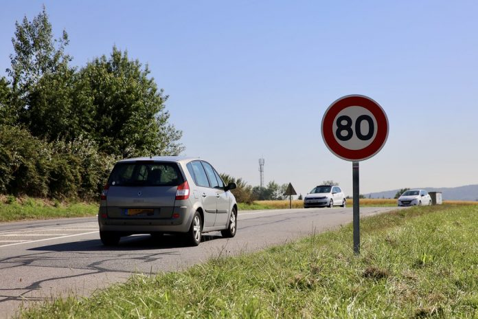 Panneau de limitation à 80km/h